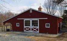 A center-aisle Horizon Structures horse barn.