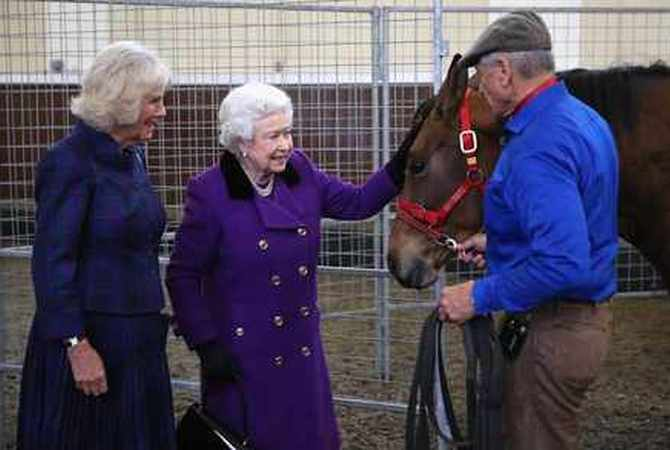 Monty Robert talking horses with Queen Elizabeth